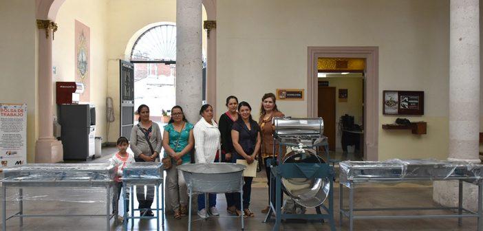 Entrega de apoyos del Programa de Impulso a la Mujer en la Economía Rural