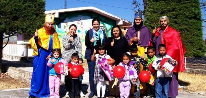 Entrega de juguetes en comunidades