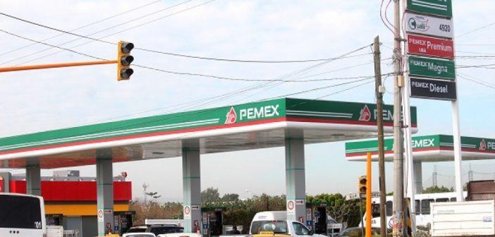 Baja precio de gasolina en Puebla; la magna llega a $15.95 y Premium a $17.65