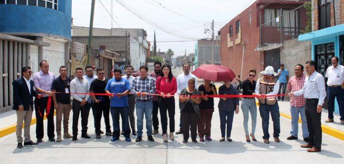 Inauguran la primera calle de su gestión autoridades de Uriangato