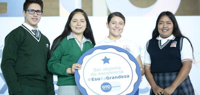 Guanajuato destina 1 mil millones de pesos en becas para estudiantes