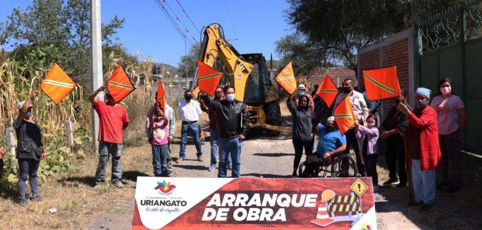 Drenaje sanitario en calle Nicolás Bravo del Derramadero