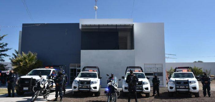 Entrega de patrullas y motopatrullas a Dirección de Seguridad Pública Municipal de Moroleón