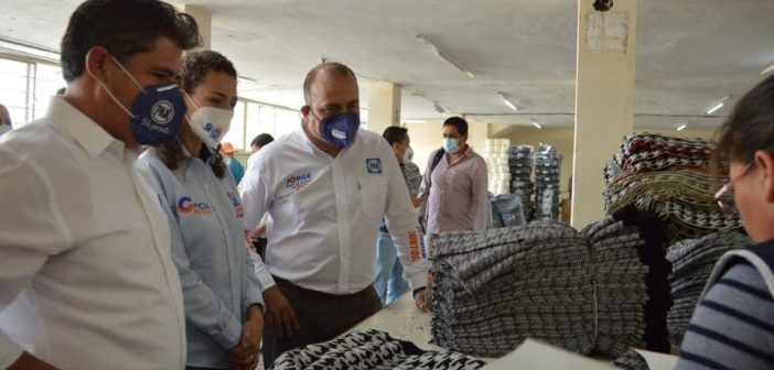 Candidatos del Partido Acción Nacional visitan los talleres de Moroleón